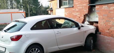 Vrouw rijdt huis binnen en laat briefje achter: 'We regelen dit nog wel'