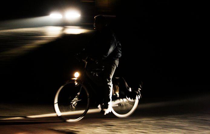 Archiefbeeld ter illustratie. Door de vervanging van de verlichting op de Sliedrechtse Rivierdijk, kan het zijn dat er tijdelijk geen licht is 's avonds op straat.