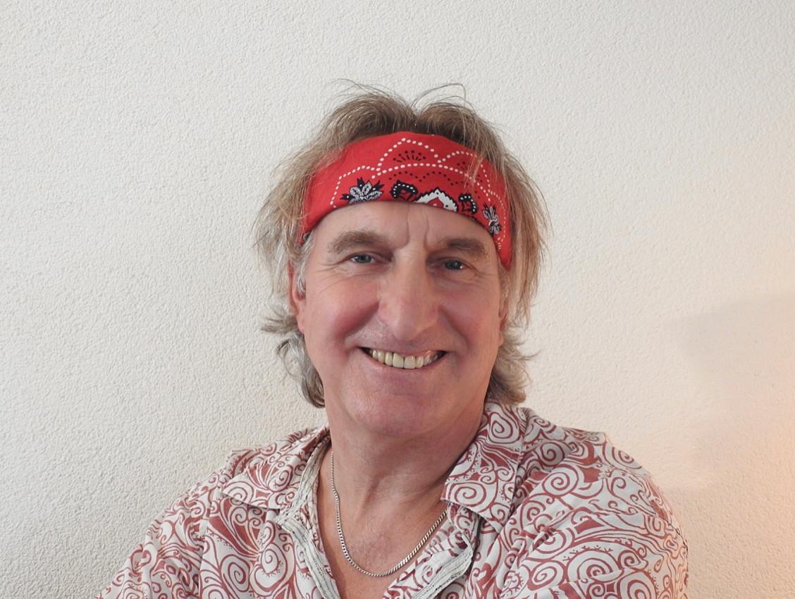 Singer-songwriter Jan Ottink komt als straatartiest optreden in Eibergen.