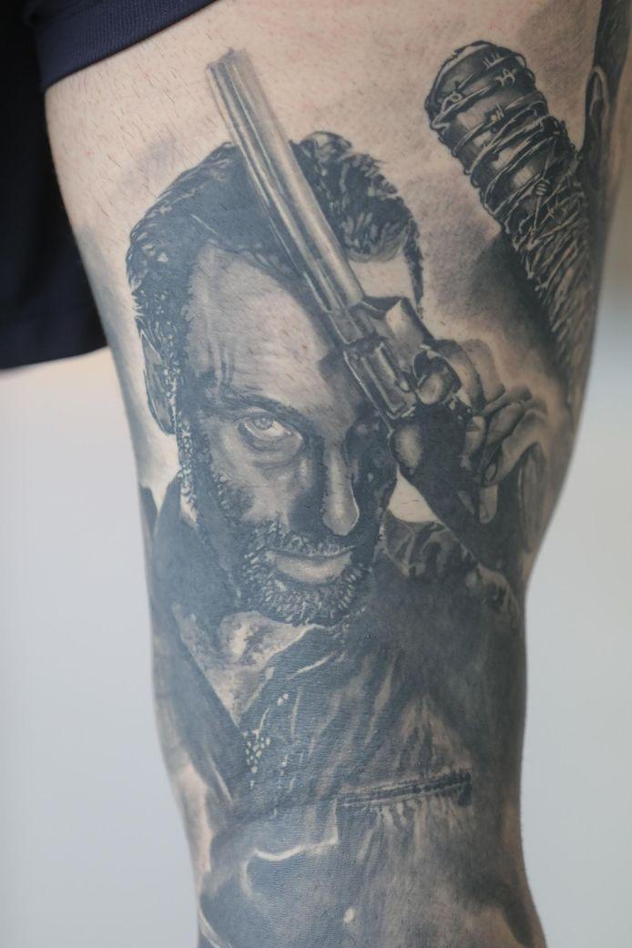 Op Jordy's been zijn personages van 'The Walking Dead' getatoeëerd.