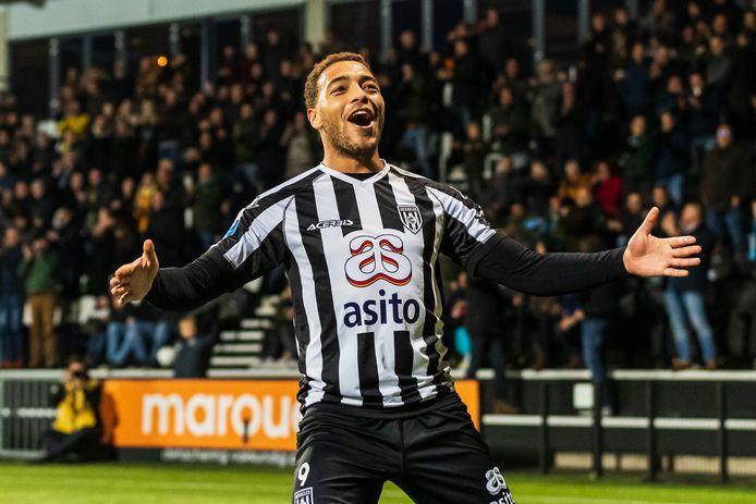 Dessers maakte er drie tegen VVV-Venlo en werd opgenomen in het Team van de Week.