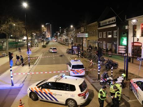 Spoedrit voor overval eindigt in ernstige aanrijding: politieauto schept snorfietser in Tilburg