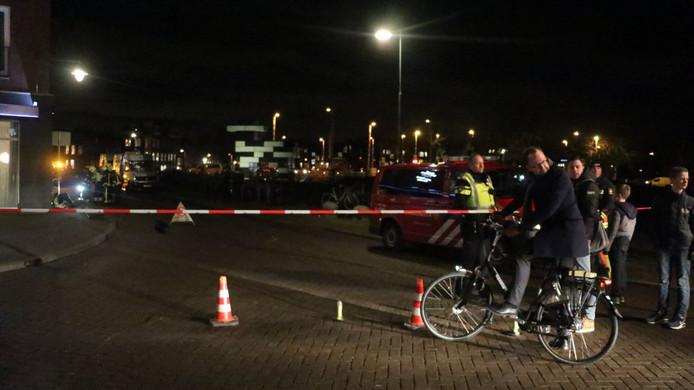Burgemeester Milo Schoenmaker komt een kijkje nemen bij het gaslek in Gouda
