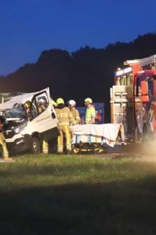 Twee werknemers bouwbedrijf uit Nijkerk zwaar gewond bij ongeval op de A7
