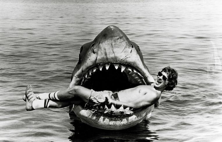 Regisseur Steven Spielberg op de set van 'Jaws'. Beeld © The Hollywood Archive