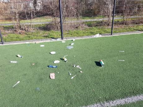 'Klerezooi' en hakenkruis op kunstgrasveld bij voetbalvereniging Rohda '76 in Bodegraven