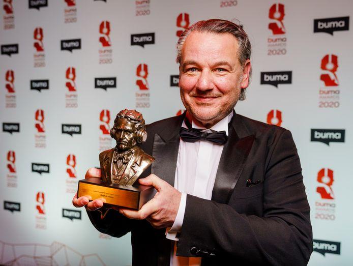 Kersverse Buma Award-winnaar Stephen Emmer roept de publieke omroep op zich te scharen achter een landelijk initiatief dat de culturele sector probeert te helpen in deze barre tijden.