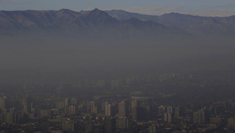 Smog hangt als een deken boven Santiago.