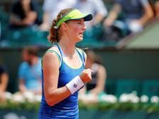 Sensationele Makarova knikkert Kerber uit Roland Garros