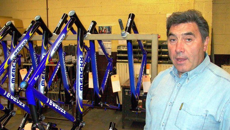 Merckx in zijn wielerfabriek, september 2002. Beeld Harry Goossens