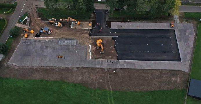 Het nieuwe parkeerterrein bij recreatiegebied De Neswaarden en voetbalclub Roda Boys in Aalst is bijna klaar.