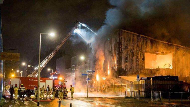Zeer grote brand in het magazijn van kringloopbedrijf Rataplan, 18 september 2017. Herstel van de schade duurde een half jaar Beeld Michel van Bergen