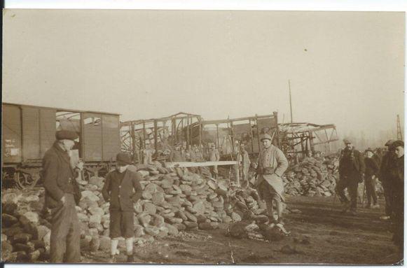 Het boek beschrijft het leven in Herzele tijdens WO I.