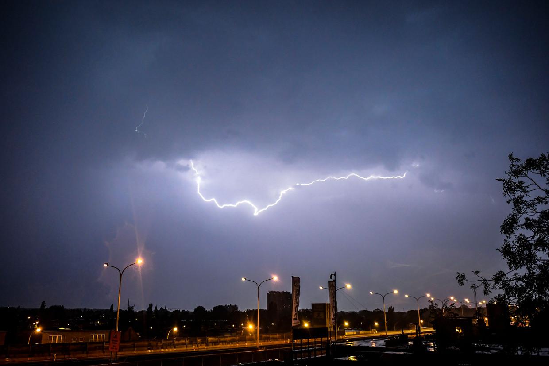 Onweer boven Antwerpen.