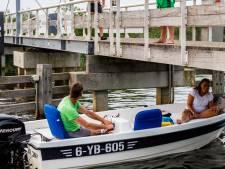 Jeugd Giethoorn terroriseert toeristen en inwoners bij Bodelaeke-brug: 'Mijn hele kaak is dik'