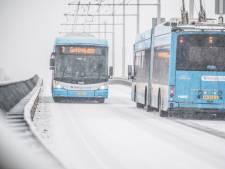 Arnhemse heuvels te glad door sneeuw; busvervoer ernstig ontregeld