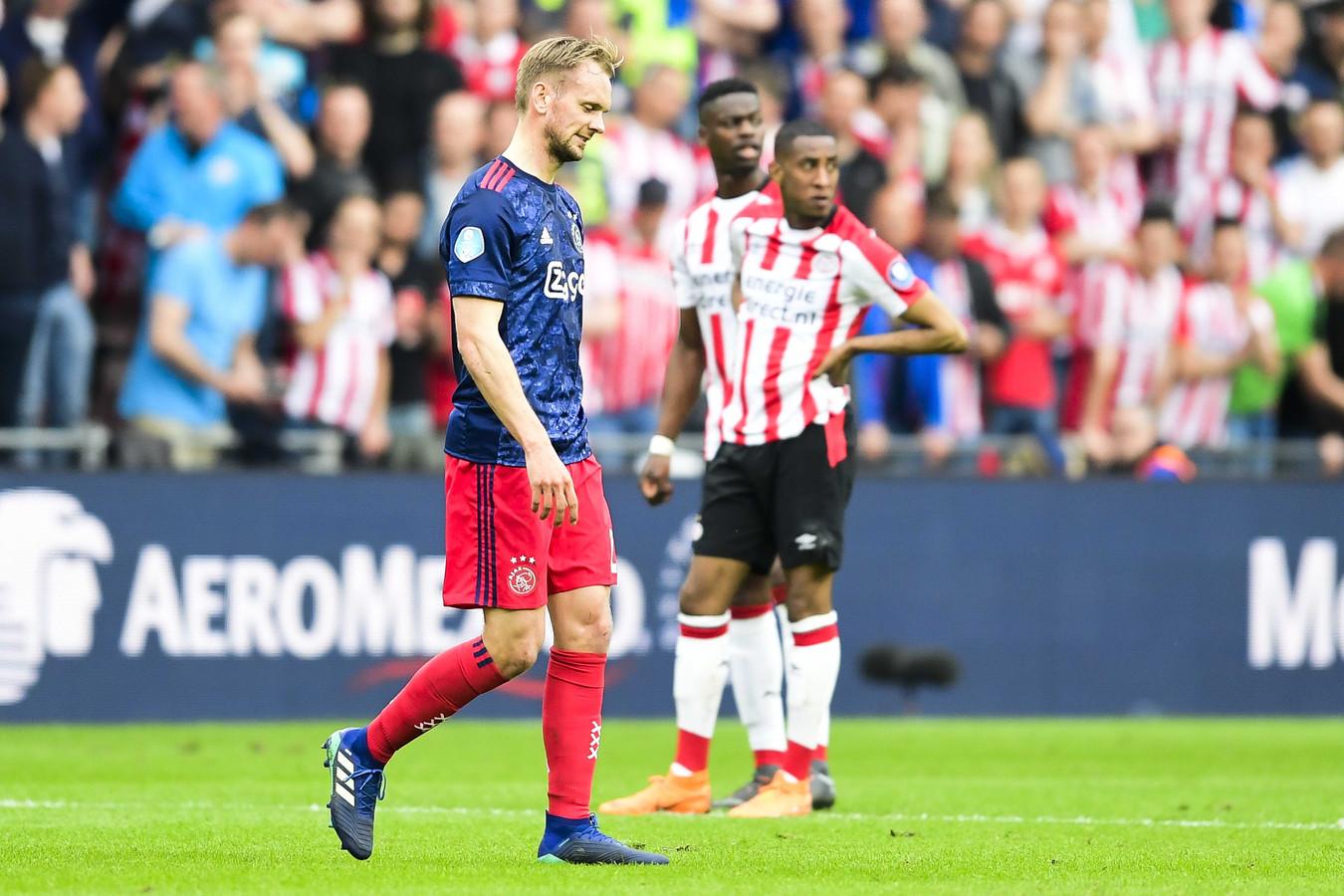 Siem de Jong moet er af tegen PSV met rood.