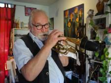 Zanger Johan hoopt op revival van Dixie Daddies' hitje 'Blijf maar lekker op vakantie in je eigen land'