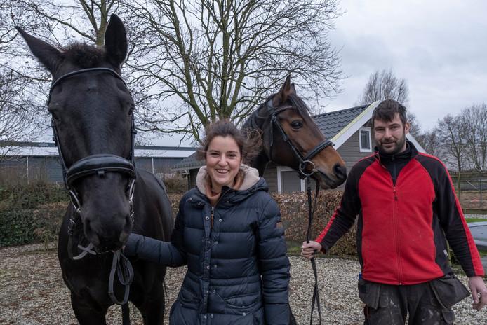 Katharina Mertens en Gilbert Poortvliet gaan van manage De Eendracht een speciale groepsstalling maken waar paarden veel kunnen bewegen.