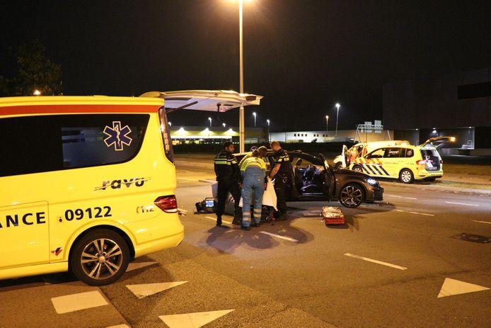Bij een botsing op de Heldinnenlaan in Utrecht raakte gisteravond een inzittende gewond.