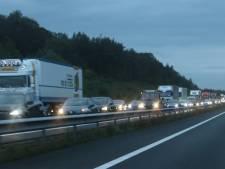 Ongeluk met aanhanger op de A50 bij Hoenderloo veroorzaakt lange file richting Arnhem