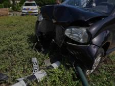 Brommobiel raakt van de weg in Oss, bestuurster naar het ziekenhuis