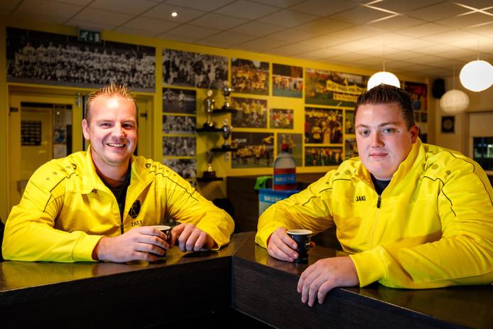 Fabian Wever (l) en Pascal Mager kijken vooruit naar Alcides-AZ.