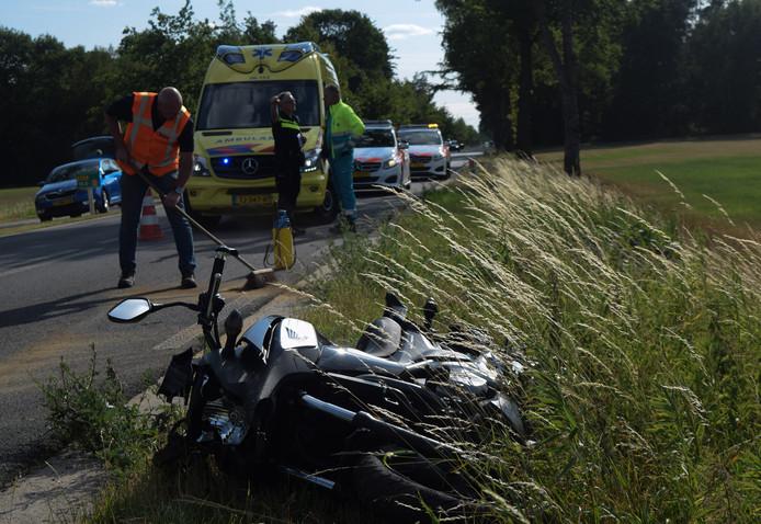 De motor na het ongeluk op de Ruurloseweg richting Zelhem.