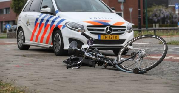 Fietser naar ziekenhuis gebracht na ongeval in Almelo.