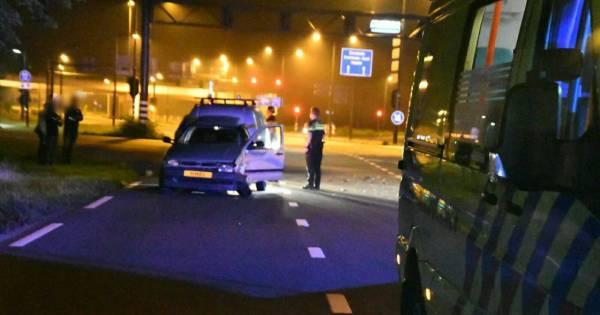 Zwaar ongeval op Enschedese kruising: twee voertuigen total loss.