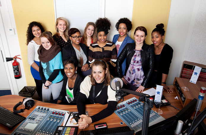 Radiochicks van RTV Rijnmond. In het midden zit Natasja Morales.