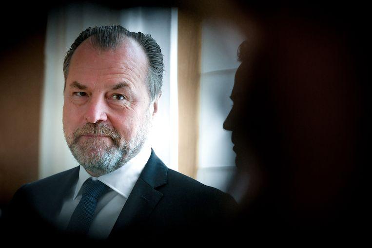 Clemens Tönnies, de bedrijfsleider en eigenaar van Tönnies Fleisch, is een grootindustrieel met dikke ankers in de regio. Behalve een van de grootste werkgevers van het gebied is hij ook nog eens de grootste sponsor en bestuursvoorzitter van voetbalclub Schalke04. Beeld EPA/Sascha Steinbach
