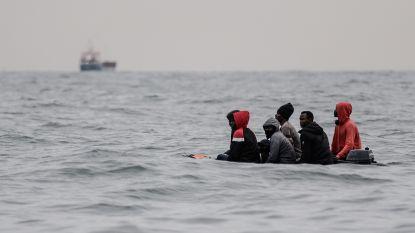 Franse reddingsdiensten pikken 88 migranten op in het Kanaal