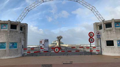 Pier en Oosterstaketsel afgesloten door springtij