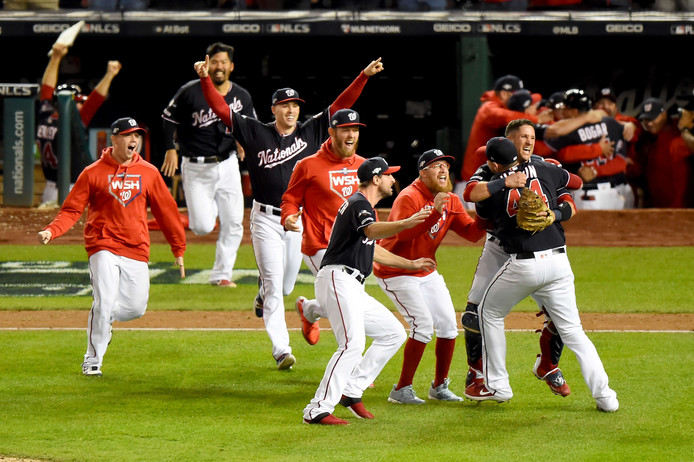 De Washington Nationals vieren feest.