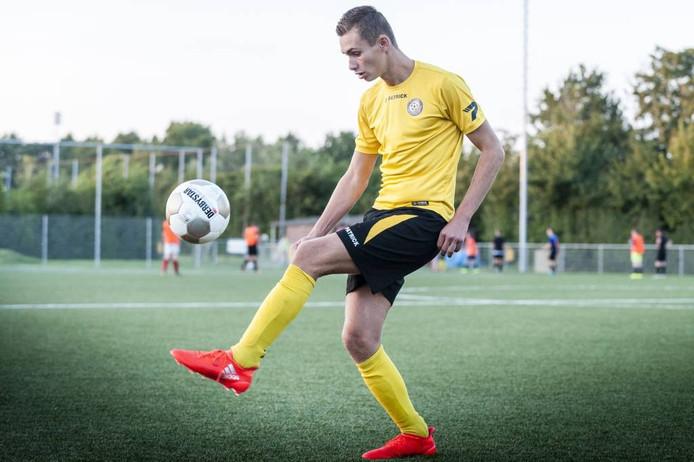 Linkerspits Dani Gladdines wil dit seizoen met Tholense Boys promoveren.