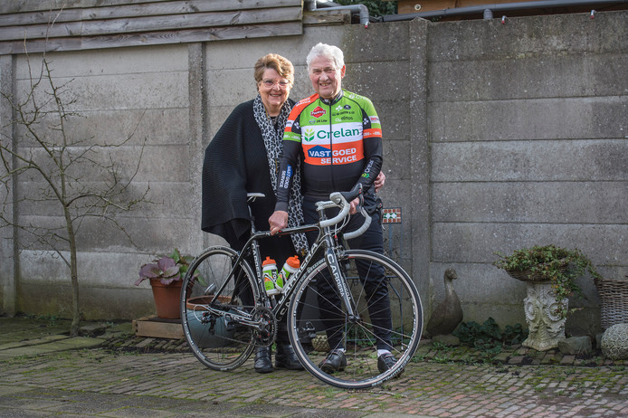 Marije en Toon Schraven hebben elkaar 58 jaar geleden leren kennen op de fiets.