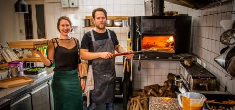Ruige pizza's uit de houtoven van Fermin met damhert, schorseneren en valeriaan