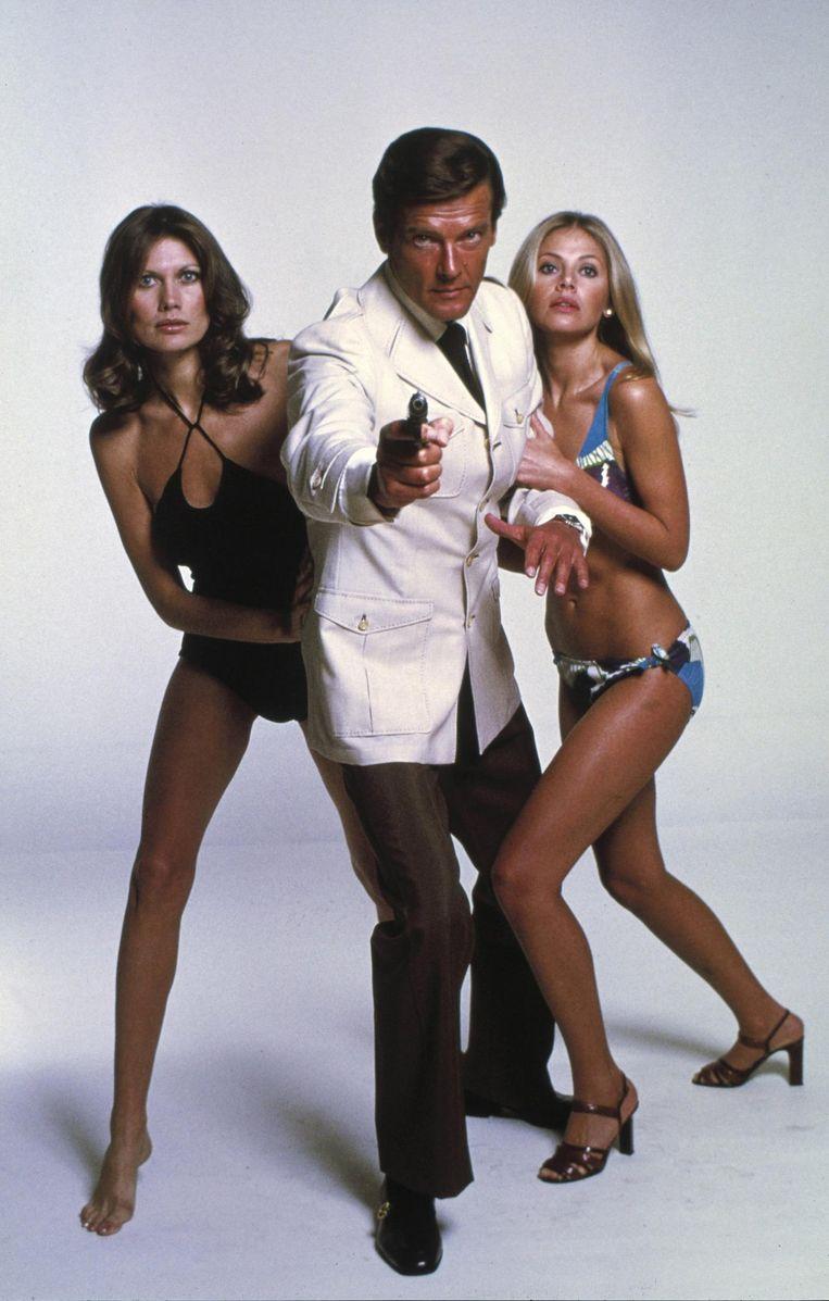 Roger Moore in zijn James Bond-hoogdagen, in 'The Man With The Golden Gun' uit 1974.