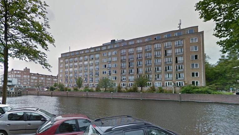 Op de zevende verdieping van het pand staan vijftien kamertjes te koop. Beeld Google Street View
