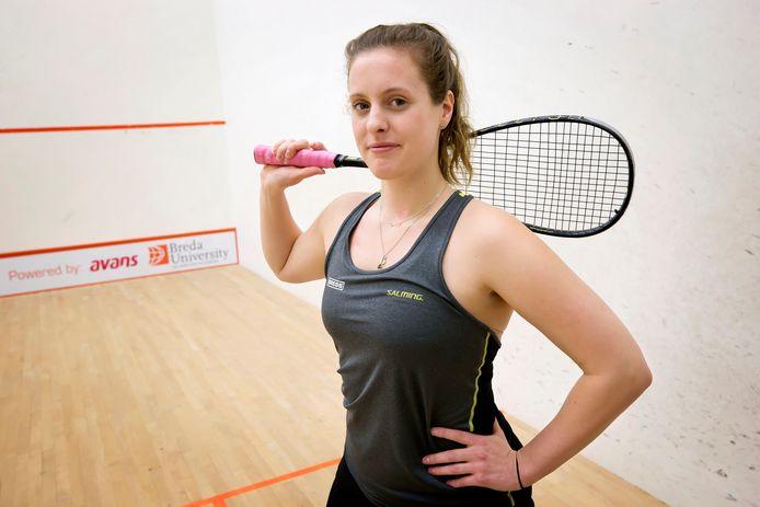 De 25-jarige Tessa ter Sluis verhuisde onlangs naar Den Haag voor haar squashcarrière.