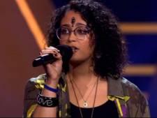 Zwolse Chakira maakt diepe indruk bij The Voice met hartverscheurend verhaal, maar moet wel weg