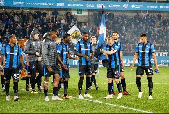 Ruud Vormer plant een blauw-zwarte vlag op de middenstip na de Brugse derby in de heenronde.