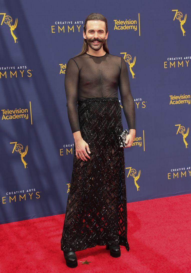 Jonathan Van Ness in een rok bij de Emmy Awards 2018.  Beeld FilmMagic