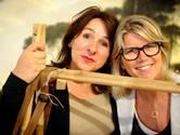 Petra en Astrid verkopen wereldse producten, gewoon in Enschede