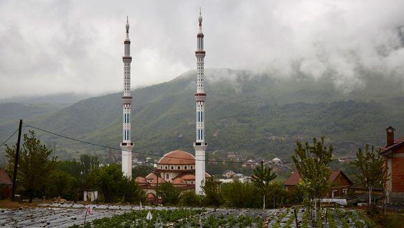 De recent gebouwde moskee in Skopje (Macedonië)