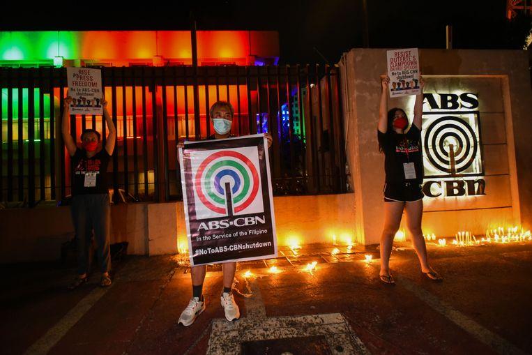 Medewerkers van ABS-CBN demonstreren. Beeld AFP