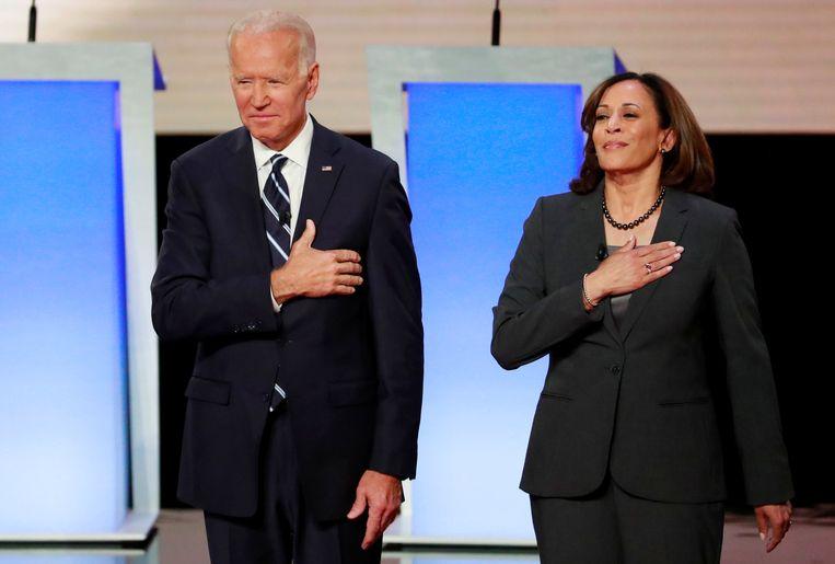 Joe Biden en Kamala Harris in juli voor een debat.