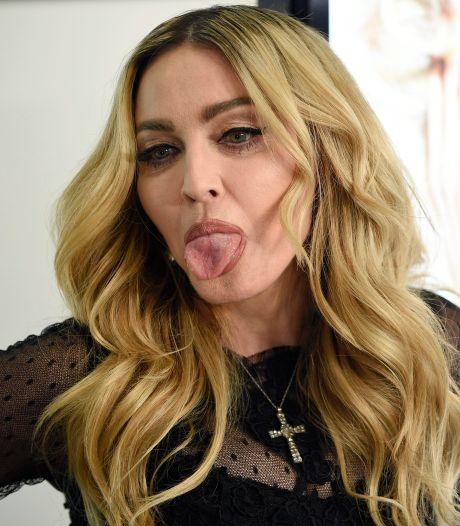 Madonna pose topless sur Instagram