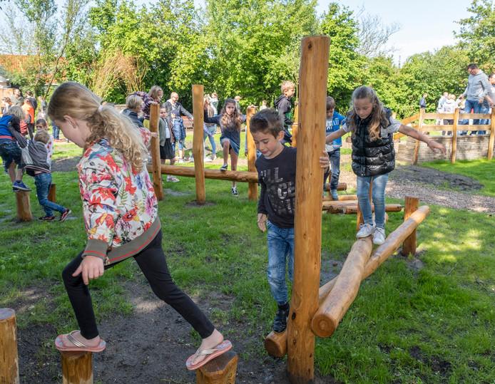 Opening groen schoolplein, Scharendijke.